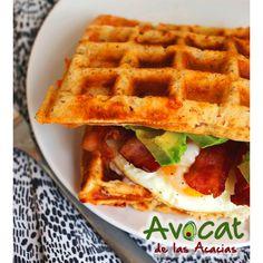 Comienza tu día con este delicioso desayuno acompañado de aguacate y tocineta#avocatacacias #aguacatehass #consumemashass #compromisosocial