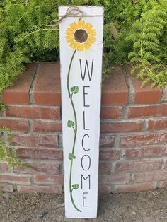 Welcome Signs Front Door, Front Porch Signs, Front Porches, Wooden Door Signs, Wood Signs, Sunflowers And Roses, Sun Flowers, American Flag Crafts, Diy Pallet Projects