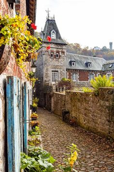 Beautiful street in Durbuy Belgium, a fairy tale city in Europe. Discover why you should visit Durbuy, one of the most beautiful Belgian cities, only a day trip from Brussels. #Belgium #Travel #Europe #Fairytale #TravelEuropePhotos