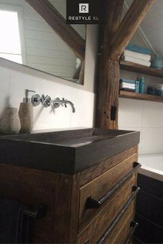 Oud eiken badkamermeubel met hardstenen wastafel