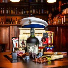 WOW Business Boxeo -Box mit guten Rum- und Rumspezialitäten für die anspruchsvollsten Männer. Rum, Whiskey Bottle, Liquor Cabinet, Decor, Cuban Cigars, Boxing, Original Gifts, Crates, Guy Gifts