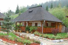 Beautiful Homes, Beautiful Places, Romania Travel, Kerala Houses, Village Houses, Design Case, Traditional House, Cabana, Gazebo