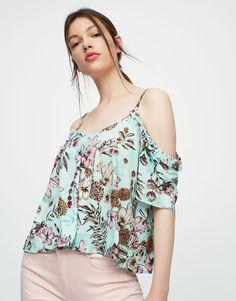 https://www.pullandbear.com/it/donna/novità/maglietta-spalle-cut-out-a-fiori-c1030017536p500290350.html