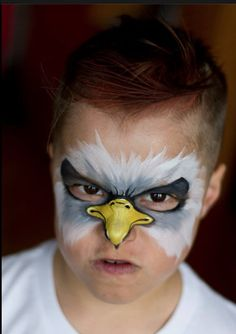 Adler Kostüm selber machen Make eagle costume yourself Face Painting For Boys, Face Painting Designs, Paint Designs, Painting Art, Animal Face Paintings, Animal Faces, Eagle Costume, Eagle Face, Boy Face