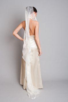 uszályos szatén esküvői ruha