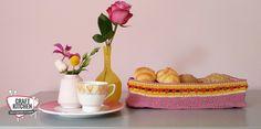 Moederdag Broodmandjes gehaakt, deze broodmandjes staan super leuk op de ontbijttafel. Liza van Cofetti Lab haakte deze met Durable Coral. Confetti, Lab, Picnic, Crochet, Crafts, Manualidades, Labs, Picnics, Ganchillo