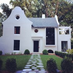 A little bit of Alys Beach comes to the Brookwood Hills neighborhood of Atlanta. Architect unknown. Built by @k2construction