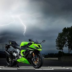 Kawasaki Ninja!! Impressive motorbike!