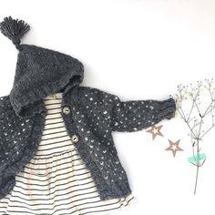 Precioso look de bebé con chaqueta y vestido s rayas de la marca Búho  Barcelona que 9491c4d64f3
