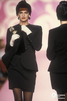Valentino 1991 - Search Results - Europeana Collections trend It does not take time Cozy Fashion, Grunge Fashion, 90s Fashion, Autumn Fashion, Vintage Fashion, Valentino Designer, Valentino Couture, Valentino Garavani, Linda Evangelista