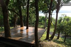 outdoor yoga platform - This could double as a lounging area when not in use for yoga. Yoga Garden, Meditation Garden, Meditation Space, Yoga Meditation, Yoga Studio Home, Yoga Studio Design, Outdoor Yoga, Villefranche Sur Mer, Yoga Retreat