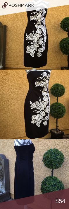 🆕White House Black Market Strapless Floral Dress In Excellent Used Condition.  A gorgeous strapless silhouette with a wow inducing floral print.  Side ruche design makes it extremely flattering. White House Black Market Dresses Strapless