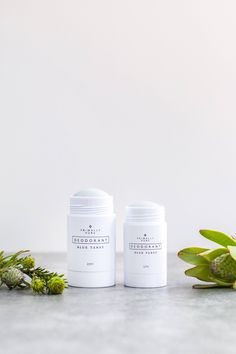 We've spent years researching and formulating with safe, effective ingredients to create a gentle and non-toxic deodorant that actually works. BENEFITS HOW - TO INGREDIENTS Primally Pure natural deodorant contains a small amount of baking soda to combat odor and is fortified with kaolin clay (powerful detoxifier) and non-nano zinc oxide (soothes irritation). Made with other good-for-you organic ingredients including grass-fed tallow, fair trade coconut oil #BeautyHacksWithBakingSoda Baking Soda For Dandruff, Baking Soda For Hair, Baking Soda Shampoo, Natural Shampoo, Natural Deodorant, Dry Shampoo, Clarifying Shampoo, Baking Powder Uses, Wrapping