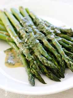 Asparagus with Dijon vinaigrette - Skinnytaste, A simple asparagus side dish that really celebrates spring. Serve cold or at room temperature, leftovers are wonderfully chopped and mixed into a sala. Asparagus Side Dish, Saute Asparagus, Asparagus Recipe, Vegetable Side Dishes, Vegetable Recipes, Frango Chicken, Cooking Recipes, Healthy Recipes, Keto Recipes