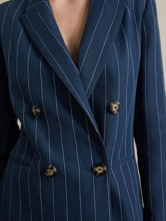 Elegant blazers for women at Massimo Dutti. Discover the SS 2019 linen, cotton or wool blazers with buttons, pockets or darted details to renew your wardrobe. Cotton Blazer, Velvet Blazer, Winter Sale, Elegant Outfit, Elegant Woman, Boss Lady, Shoe Collection, Suit Jacket, Suits