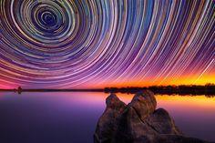 A Australia e os rastros de suas estrelas em fotografias de longa exposição do talentoso fotógrafo, Lincoln Harrison. #photography #stars