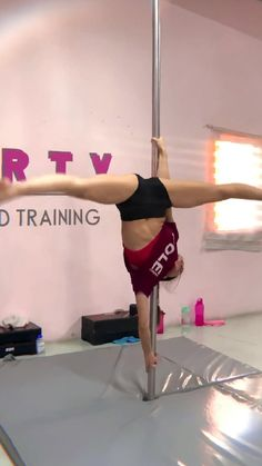 Pole Dance Moves, Pole Dancing Fitness, Pole Fitness, Dance Choreography Videos, Dance Videos, Gym Workout For Beginners, Workout Videos, Dancer Workout, Pole Workout