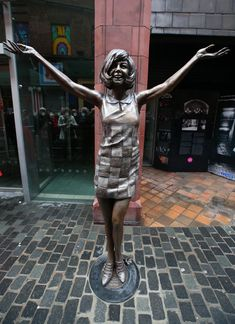 New statue of Cilla Black unveiled outside Liverpool's Cavern Club