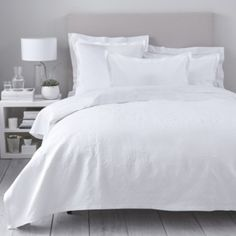 The White Company Vintage Etienne Bedspread White Bedspreads, White Bedding, Linen Bedding, Bedding Sets, White Company Bedding, Bed Covers, Cushion Covers, Classic Bed Linen, White Pillow Cases