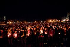 Thousands gather to mourn after the Virginia Tech shooting ---These 75 Iconic Photos Will Define The Century So Far. Everyone Needs To See This. Virginia Tech Shooting, My Campus, Virginia Tech Hokies, Powerful Images, Iconic Photos, Best Laptops, Totally Awesome, Photojournalism, 21st Century