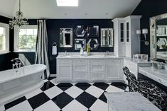 Bold and Creative Black and White Tile Bathroom Decor That You Should Try https://www.goodnewsarchitecture.com/2018/03/12/bold-and-creative-black-and-white-tile-bathroom-decor-that-you-should-try/