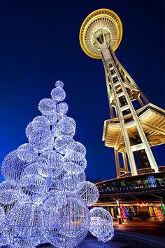 Seattle, Washington interesting city didnt actually stay here only drove thru on the way to British Columbia on the Sea to Sky Highway which was a beautiful drive up through Vancouver. Christmas In America, Christmas Time, Blue Christmas, Christmas Balls, Christmas Lights, Christmas Decor, Merry Christmas, Seattle Washington, Washington State