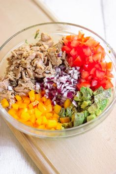 Tuna Avocado Salad - She& Cooking Something - Salade avocat thon - Avocado Tuna Salad, Avocado Salat, Gluten Free Grains, Vegan Gluten Free, Broccoli Slaw, Recipe Link, Comfort Food, Easy Healthy Recipes, Cobb Salad