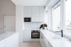 Pale green kitchen units with honed marble worktops by Studio Mills  #kitchendesign #marble