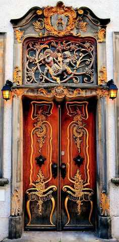 Door in Gdansk, Poland - Photo by Roman Art - https://www.flickr.com/photos/romanart/2911950193/