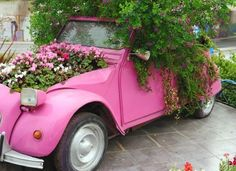 This is a guide about turning an old car into a planter. Creating a planter from an old car will certainly make for a unique landscaping addition.