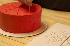 The thought of spiderwebs on a cake may conjure up unpleasant images, but if a cake is decorated with Spider-Man-styled frosting webs, that changes the sto Spiderman Birthday Cake, Birthday Cakes For Men, Superhero Cake, Cakes For Boys, Cake Birthday, 5th Birthday, Birthday Parties, Torta Paw Patrol, Diy Cake