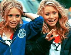 Mary-Kate & Ashley Olsen during filming of New York Minute Mary Kate Ashley, Mary Kate Olsen, Elizabeth Olsen, Olsen Sister, Olsen Twins, Sister Sister, Ashley Olsen, Pretty People, Beautiful People