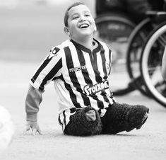 power of soul. School Football, Old School, Hero, History, People, Sport, Photos, Historia, People Illustration