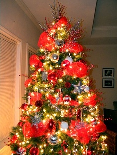 tree decorating ideas decorating a christmas tree with deco mesh