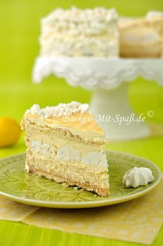 Zitronentorte mit Lemon Curd und knusprigen Baisers. Die Torte ist sehr lecker, super zitronig und nicht zu süß.