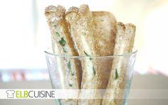 Toaststicks mit Mozzarella-Basilikumfüllung.