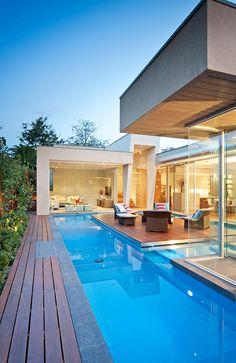 Stunning Australian home showcasing clean lines by Canny Design Dream Home Design, Modern House Design, My Dream Home, Custom Home Designs, Custom Homes, Piscina Interior, Mediterranean House Plans, Australian Homes, Lounge