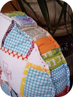 10 Brilliant Projects to Upcycle Leftover Fabric Scraps - Nedette Easy Sewing Projects, Sewing Projects For Beginners, Sewing Hacks, Sewing Tutorials, Sewing Crafts, Sewing Patterns Free, Free Sewing, Patchwork Quilt, Futons
