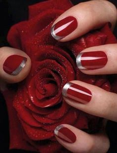 Lavish and vicious looking French manicure. Don this stunning ensemble with a bloody red base coloring and tipped with silver polish with glitters. A very classy and eye catching nail art design.