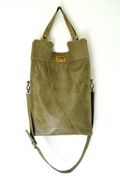 MI-VIDA. Fold-over shoulder leather bag / cross body bag. Available in different leather colors.