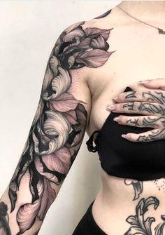 Top Tattoos, Body Art Tattoos, Sleeve Tattoos, Tatoos, Cover Tattoo, I Tattoo, Tattoo Time, Crisantemo Tattoo, Violet Tattoo