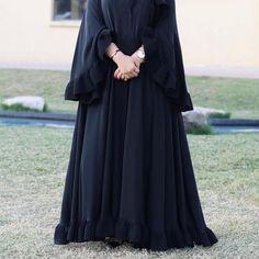 Abayas Burqa Fashion, Muslim Fashion, Fashion Dresses, Abaya Designs Latest, Abaya Designs Dubai, Burqa Designs, Abaya Mode, Hijab Evening Dress, Hijab Style Dress