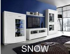 Kolekcja Snow to proste, geometryczne bryły wykonane w śnieżnobiałym kolorze. Cechą charakterystyczną mebli Snow są dekoracyjne, poziome frezowania, które podkreślają segmentową konstrukcję frontów oraz proste uchwyty w kolorze połyskującego chromu oraz chromowane nóżki. Lockers, Locker Storage, Decor Ideas, Cabinet, Furniture, Home Decor, Clothes Stand, Decoration Home, Room Decor