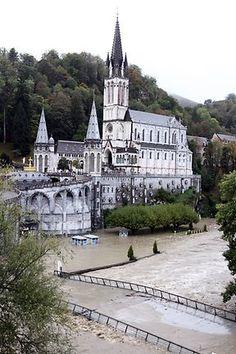Lourdes flooding   Lourdes floods   The Courier-Mail