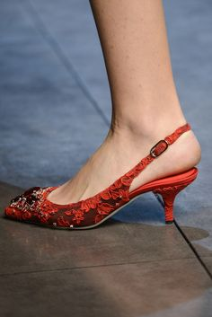 Dolce & Gabbana Fall 2013 Ready-to-Wear Collection - Vogue High Heel Pumps, Lace Pumps, Low Heel Shoes, Shoes Heels, Red Shoes, Cute Shoes, Me Too Shoes, Kitten Heel Shoes, Slingback Shoes