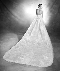VANES, Wedding Dress 2016 Atelier Provonois - Lace and Chantilly wedding dress with sweetheart neckline. Extra-long detachable lace and Chantilly train that is attached at the top of the back.