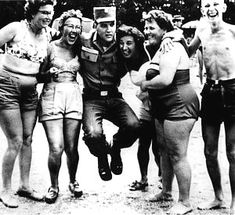 Elvis in the army in Germany , august 14 1959 , a year after his mother death. Elvis And Priscilla, Priscilla Presley, Stars Du Rock, Lakeside Resort, Young Elvis, Army Day, Buddy Holly, Elvis Presley Photos, Chuck Berry