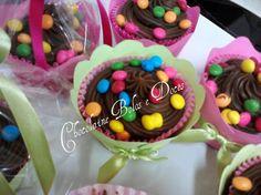 Cupcakes de chocolate trufado.