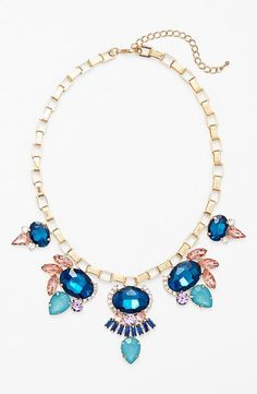 Love this statement necklace.