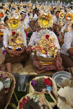 Temple offerings. By Ismael Ilmi in flickr.